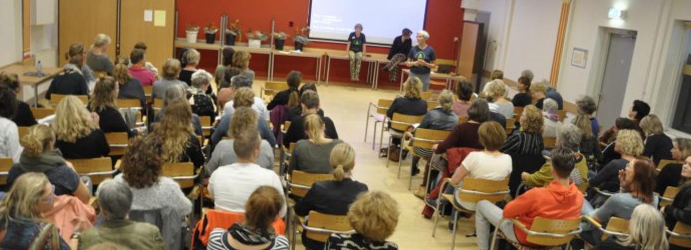 Symposium in de Jacques Aartzaal wijkgebouw De Slinger